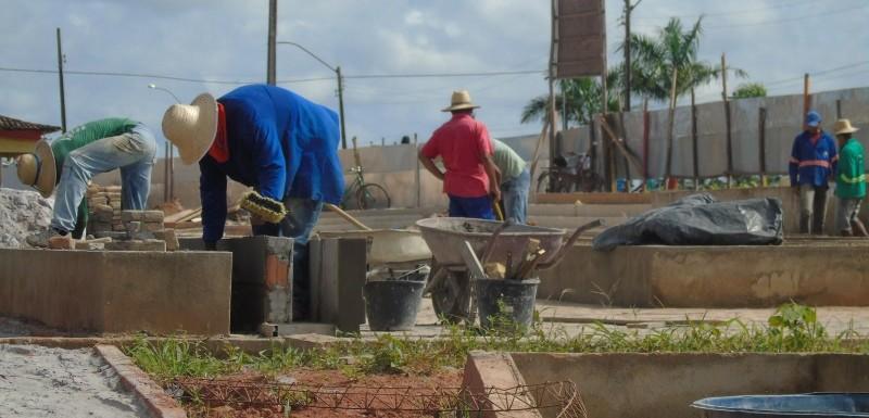 Prefeitura segue com a construção da Praça da Bíblia