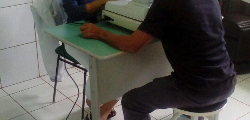 Pacientes recebem atendimentos de oftalmologistas