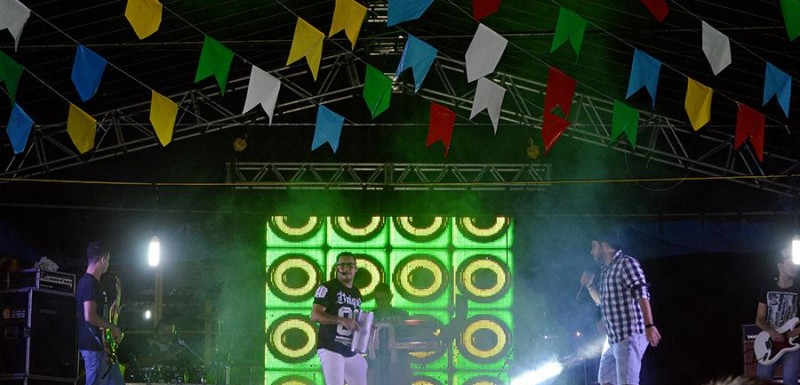 Última noite do Arraiá São João foi marcada por show da Banda Forró Seu Minino