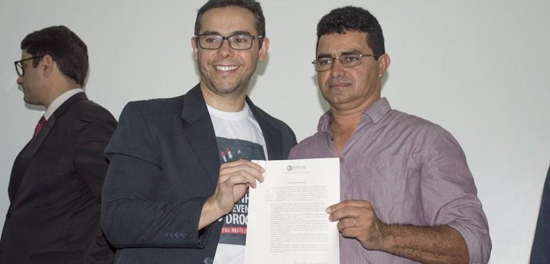 Prefeito Antonio Filho assina termo de adesão a Campanha de Prevenção às Drogas