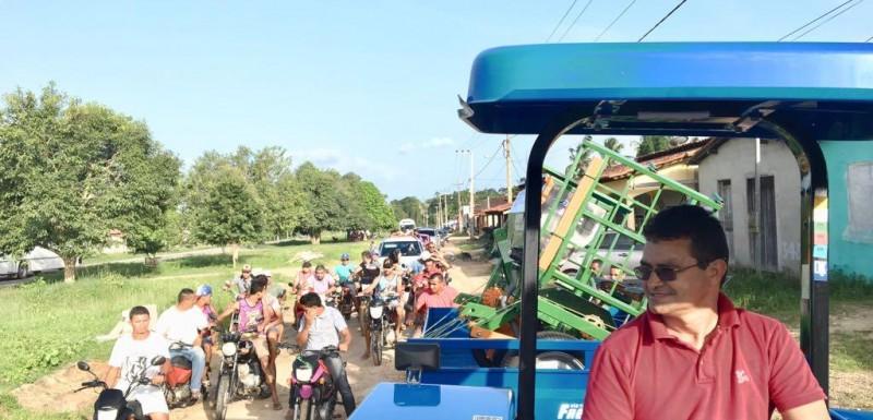 Em clima de festa população recebe patrulha agrícola