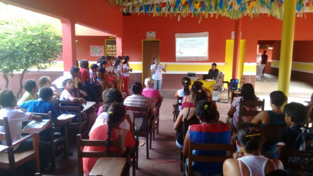 Alunos participam de palestra sobre a exploração sexual contra crianças e adolescentes