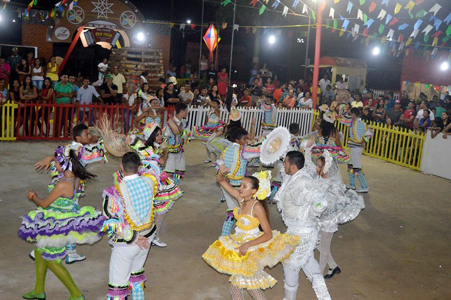 Última noite do Arraiá São João foi marca por show da Banda Forró Seu Minino