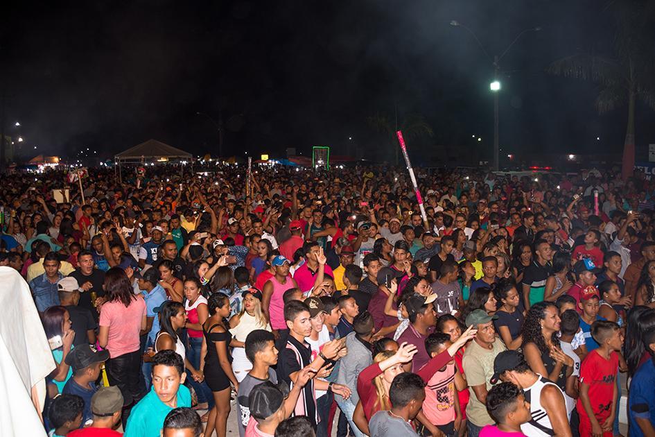 Fazendo história Aniversário de Junco do Maranhão reúne multidão em praça pública